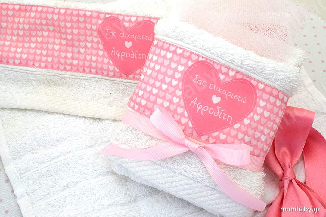 Καρδούλες σε ροζ φόντο